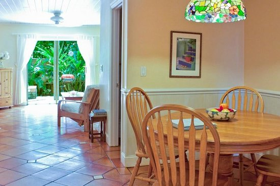 Beach Bungalow: Banana dining to living room to garden