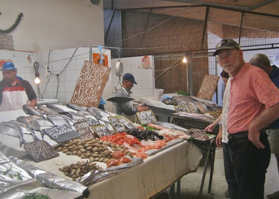 Chilean Cuisine Cooking Classes: Dan, shopping the Valpraiso fish market - with Cooking Classes Chile