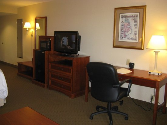 ‪هامبتون إن آند سيوتس أوتر بانكس - كورولا: King Room -- Hampton Inn & Suites, Corolla, NC‬