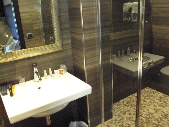 Comfort Hotel Roma Airport Fiumicino : Bathroom