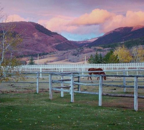 Morley's Acres Farm and Bed & Breakfast: Fall Sunset in Darby Canyon