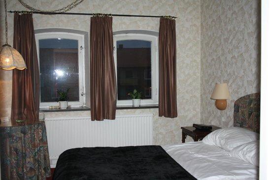 Hotel Chaplin: Rummet med utsikt mot gården