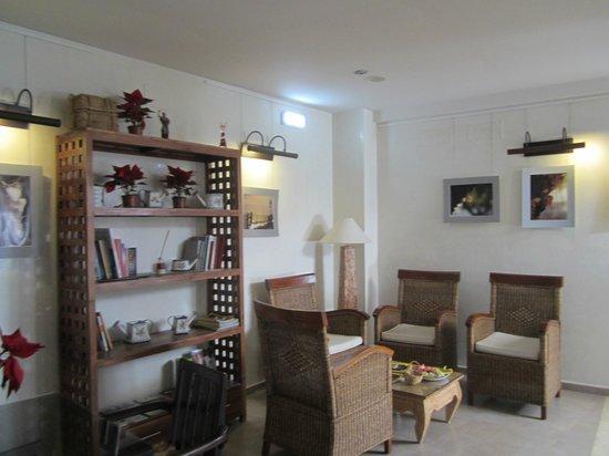 Casa Banos de la Villa: La sala de estar y de desayuno