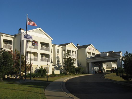 Hampton Inn & Suites Outer Banks/ Corolla: Front of Hampton Inn & Suites, Corolla, NC