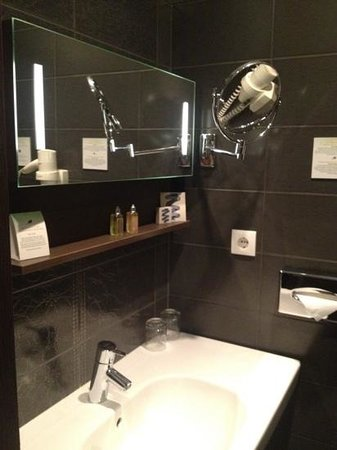 Opera Garden Hotel & Apartments: bathroom