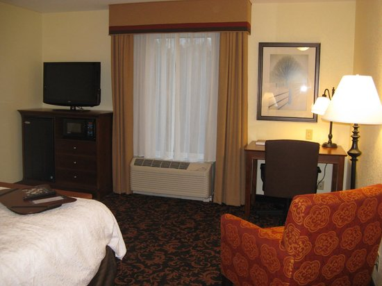 Hampton Inn Lincolnton : King Room -- Hampton Inn, Lincolnton, NC