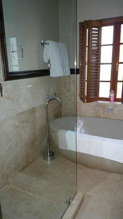 Terra Bianca Guest House: Badezimmer