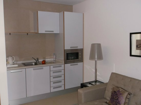Aparthotel Atlântida Mar : Kitchenette im Zimmer