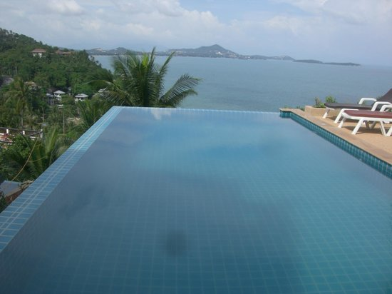 Ban Sua Samui: Infinity Pool, shared