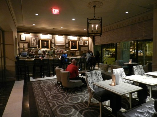 The Madison Washington DC, A Hilton Hotel: Bar