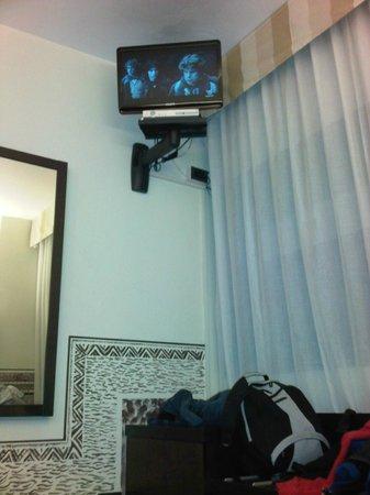 Hotel Saccardi & SPA: mini televisore