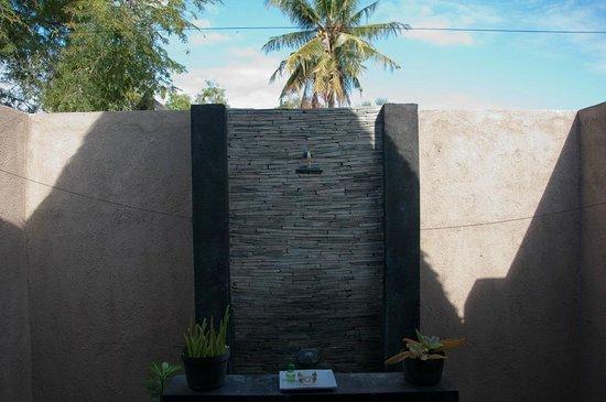 Kaluku Gili Resort: Outdoor bathroom