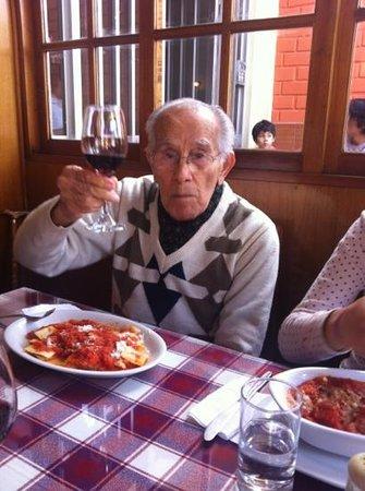 El Italiano: don Guillermo López Cordova disfrutando de una excelente velada.....