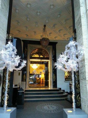 Grand Hotel Palace: ingresso hotel