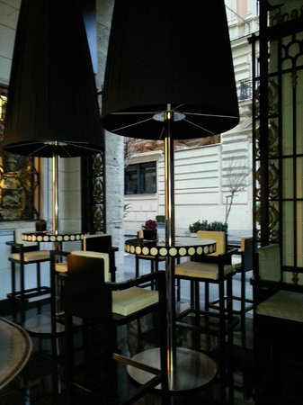 Grand Hotel Palace: tavoli bar