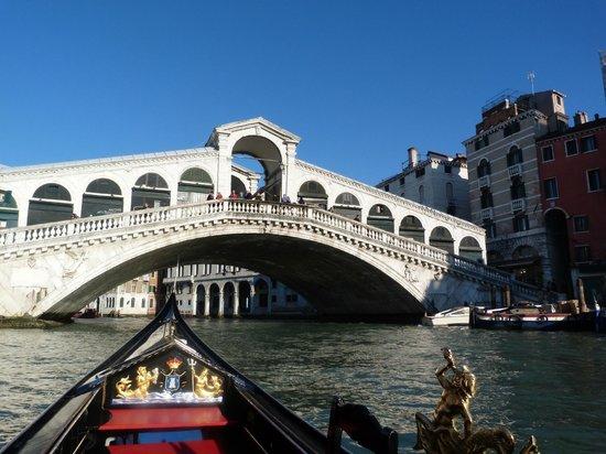 Hotel a La Commedia: Rialto Bridge from a Gondola