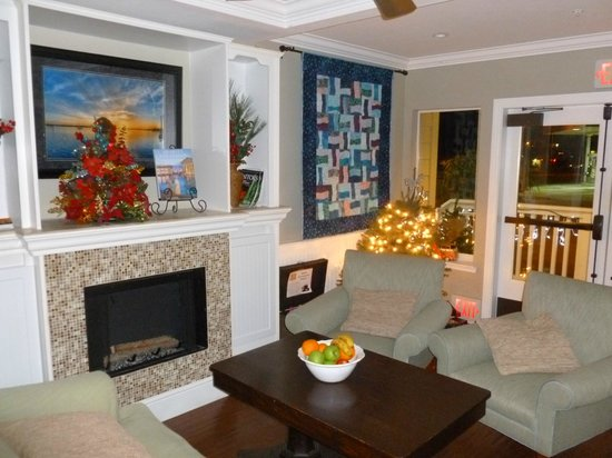 On The Beach Bed & Breakfast: Cozy Fireplace