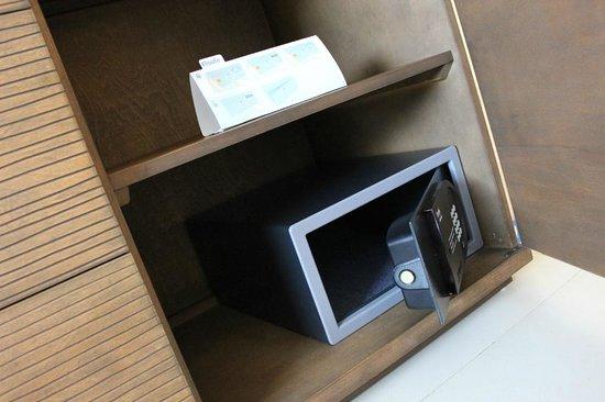 La Venta Inn Hotel : laptop size safe