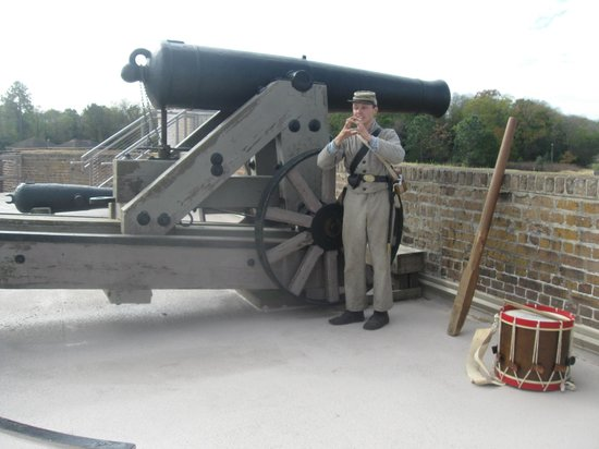 Old Fort Jackson: Demonstration of rotating canon into position