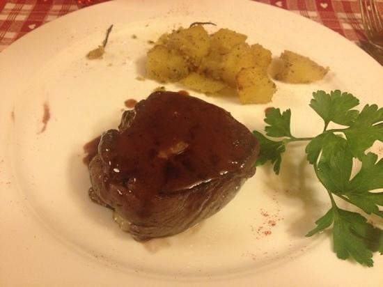 Hotel Vedig : filetto di manzo farcito con zola e salsa allo Sfursat