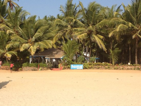 home Beachfront Restaurant & Hotel: Entrance from the beach