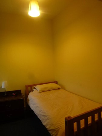 Dundee Backpackers Hostel: Private room no.32