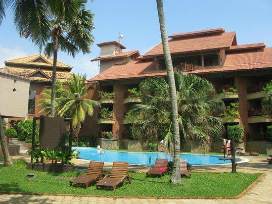 Royal Palms Beach Hotel: hotel côté petite piscine