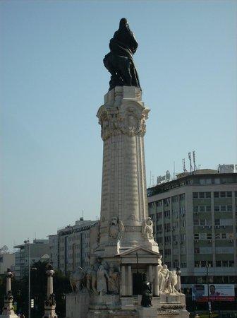 Avenida Park Hotel: Statue Edouardo VII - bon point de repère à proximité de l'hôtel