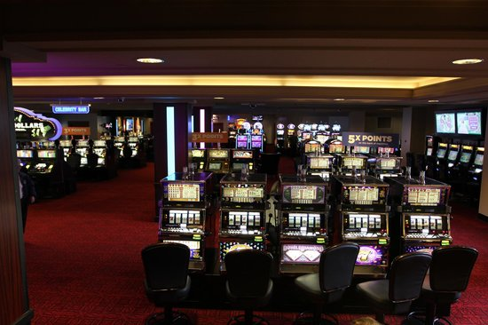 Grand Z Casino and Hotel: Slot Area