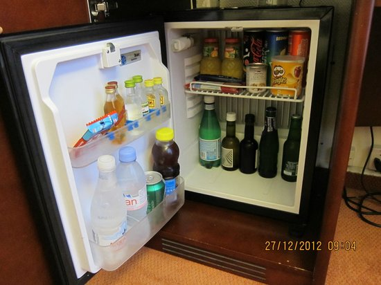 Hotel Astoria: mini bar, but no tea/coffee facilities in the room
