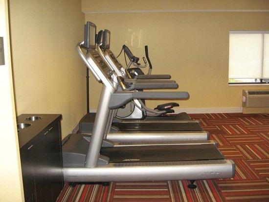 Courtyard Lebanon: Exercise room