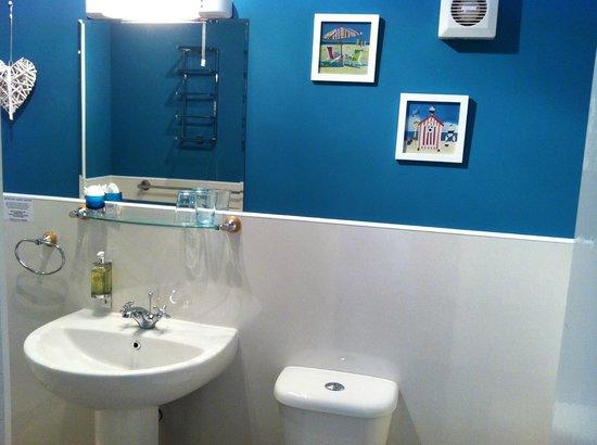 Treventon Guest House: Lovely Bathroom