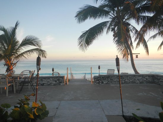Exuma Palms Hotel: A walk to the beach at sunrise
