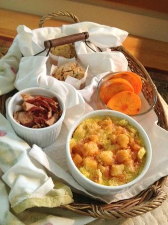 AppleGarden Cottage: Brioche Bread Pudding, Niman Ranch Bacon, Applesauce Muffins and Persimmons