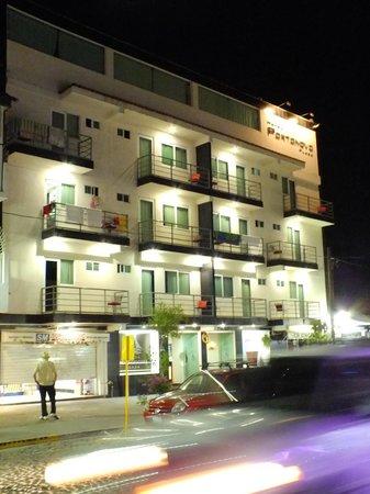Hotel Portonovo Plaza: Vista del hotel.