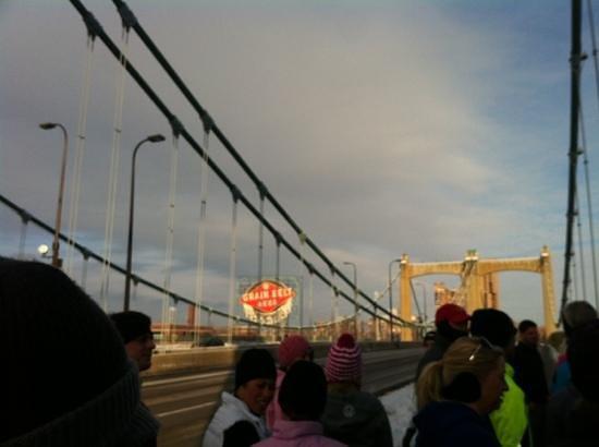 Миннеаполис, Миннесота: fun on the hennipen ave bridge