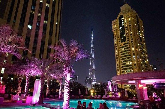Shangri-La Hotel, Dubai: 'Burj Khalifa'-view from iKandy/pool area