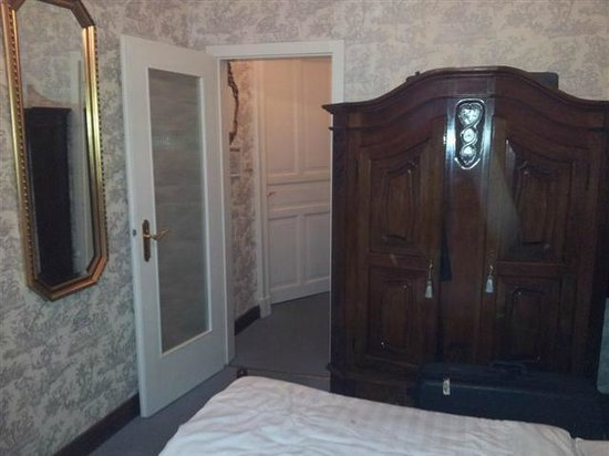 Hotel Stephan: Zimmer Schrankseite