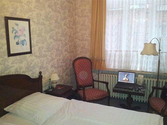 Hotel Stephan: Zimmer Fensterseite