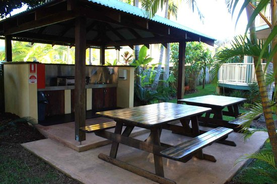 Mariner Bay Apartments: BBQ Area