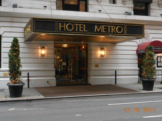 โรงแรมเมโทร: Entrance
