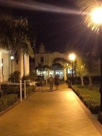 أر أي يو بالاس بونتا كانا - أول إنكلوسف: calle caribeña 