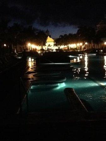 Hotel Riu Palace Punta Cana: la piscina de noche