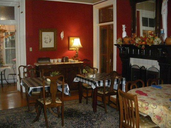 Hochelaga Inn: Dining area