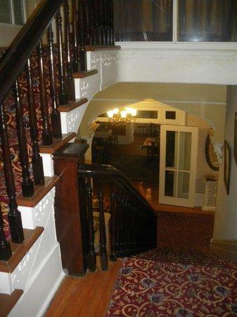 Hochelaga Inn: Hallway/Stairwell