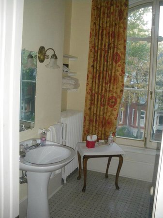 Hochelaga Inn: Bathroom