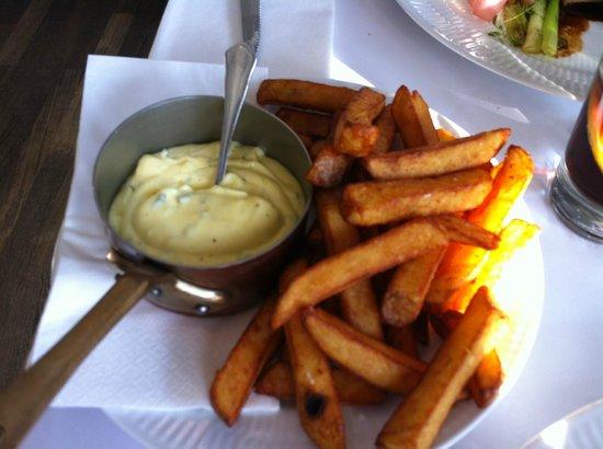 Dag H : Fritter, bearnaise sauce.