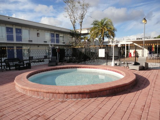 Days Inn St. Petersburg North: Outdoor Baby Pool