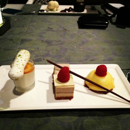 ‪فندق ياس: Dessert from Amici (Panna cotta trio )