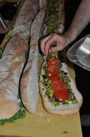 Salumeria con Cucina: panini al metro della notte bianca